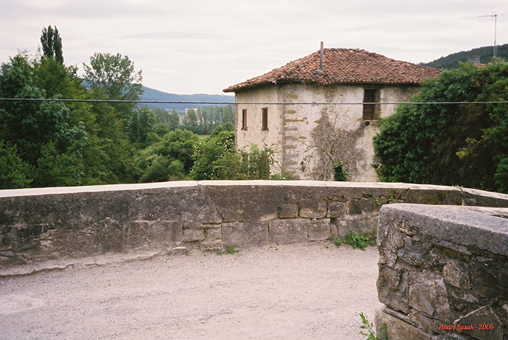 Ponte na entrada de Zubiri
