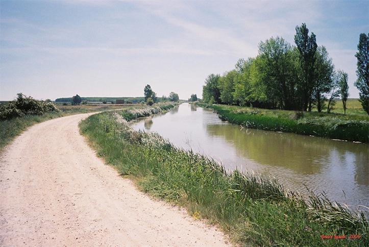 O Caminho ao lado do Canal de Castilla