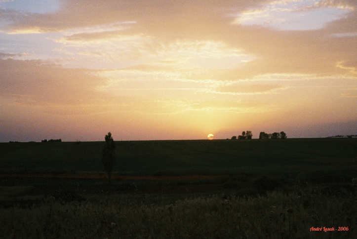 Pôr do sol em Bercianos del Real Camino