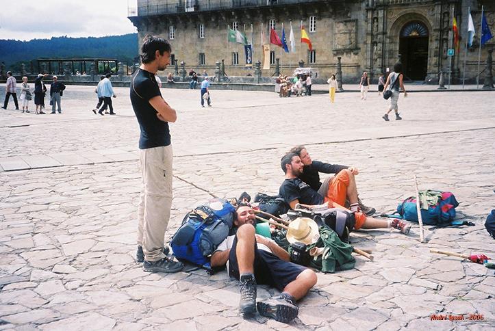 Descansando em frente à Catedral (olha que orgulho as minhas panturrilhas!)