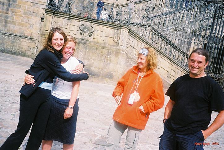 Marta A., Gemma, Marta B. e Javi em frente à Catedral