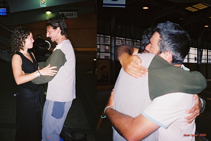 Erin e eu nos despedindo de Domenico na rodoviária de Santigo de Compostela