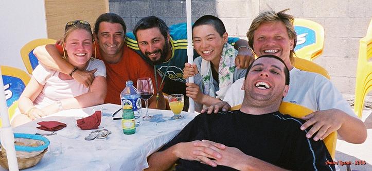 Bar em Finisterre (esq. p/ dir.): Gemma, Javi, eu, japonesa que não lembro o nome, Peter e Maurício